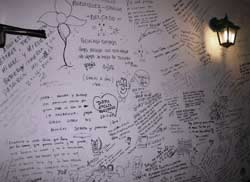 Writings on the walls by the Casa Conil restaurant goers, enjoying tapas in Lanzarote