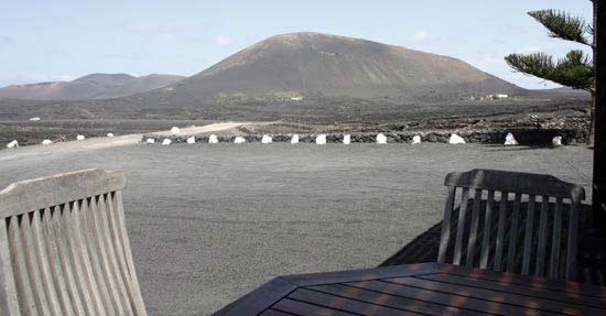 Views of La Geria from El Chupadero, specializing in wines and tapas, La Geria, Lanzarote