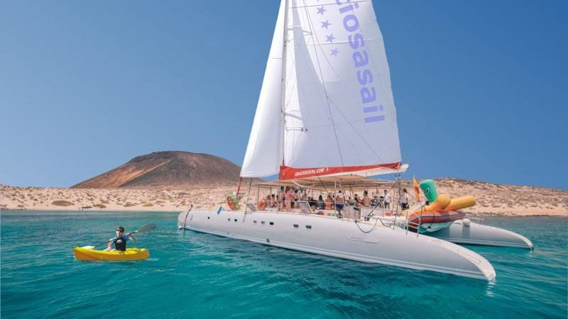 activities excursion catamaran la graciosa